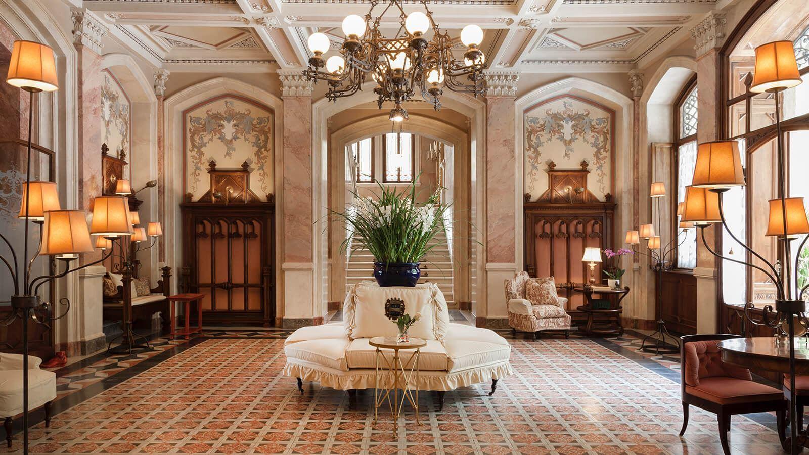 Grand Hotel a Villa Feltrinelli - The magnificent hall